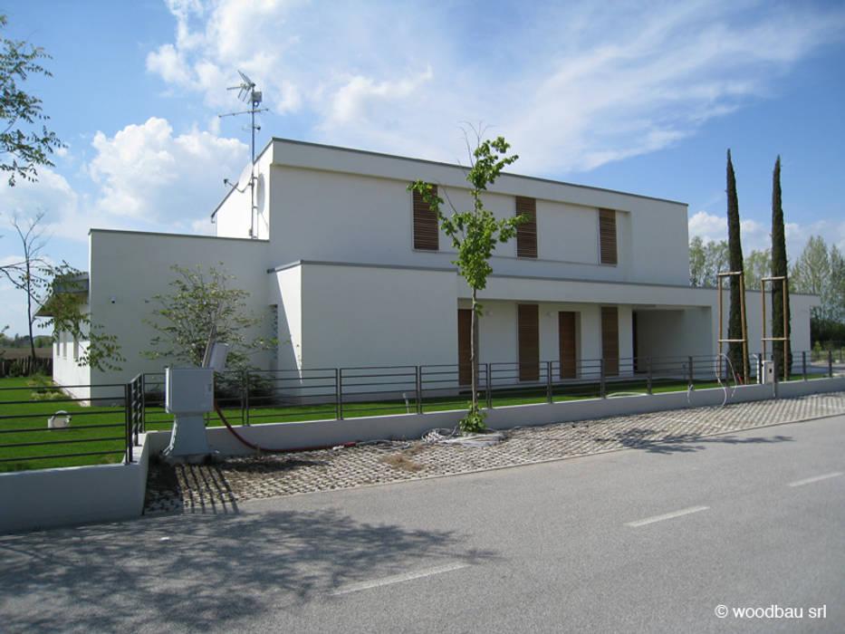 Linee pulite vicino al Piave: Casa unifamiliare in stile  di Woodbau Srl