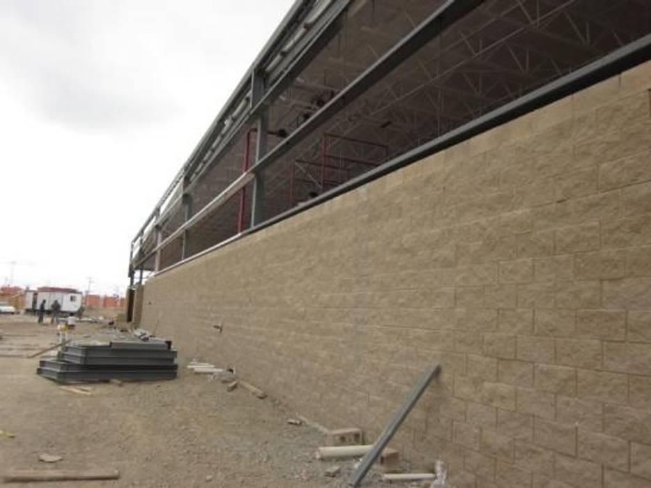 CONSTRUCCION DE PLAZA SAN MARCOS : Casas de estilo  por ENFOQUE CONSTRUCTIVO