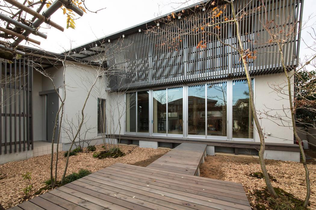 Balcon, Veranda & Terrasse originaux par 有限会社 宮本建築アトリエ Éclectique
