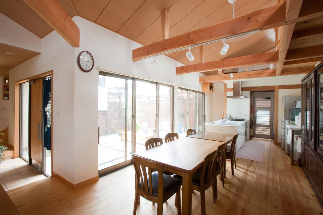 Ruang Makan Modern Oleh 株式会社 atelier waon Modern