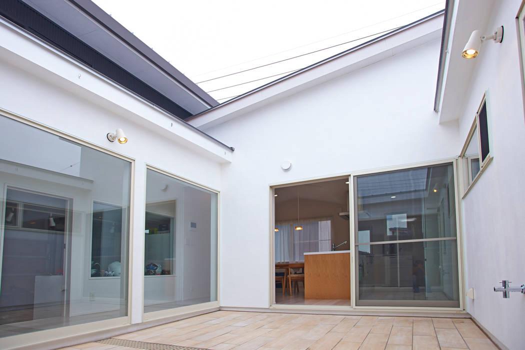Modern Terrace by tai_tai STUDIO Modern