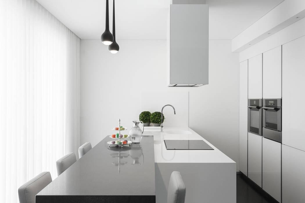Modern kitchen by CASA MARQUES INTERIORES Modern