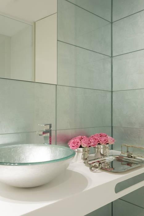 Modern bathroom by CASA MARQUES INTERIORES Modern