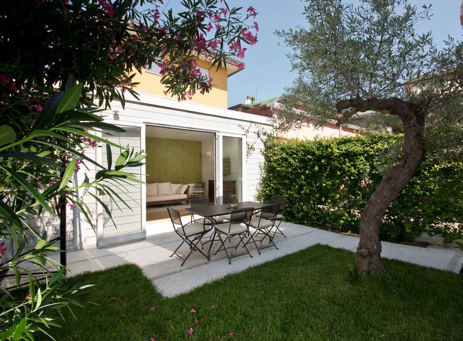 Jardin de style  par bilune studio, Éclectique