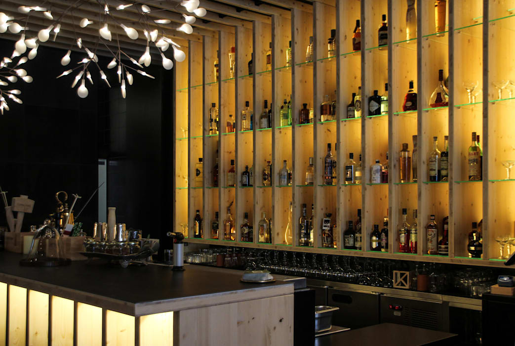 Tabik Restaurant by Ipotz Studio Espaços de restauração modernos por Ipotz Studio Moderno