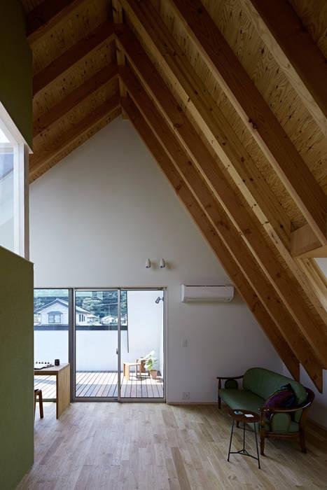 Modern Bedroom by arc-d Modern
