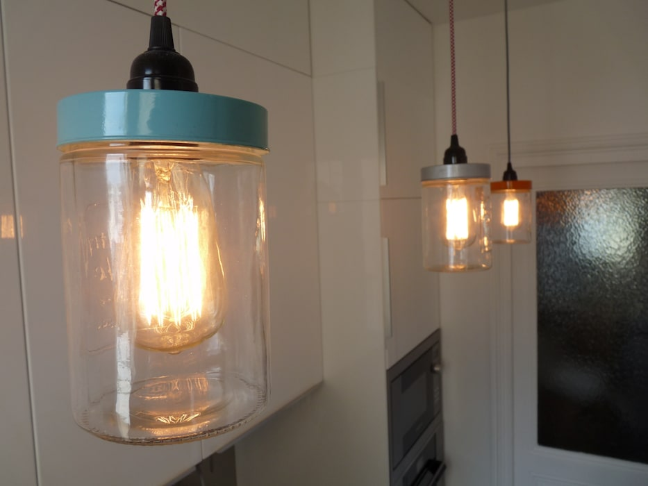 Éclairage original: Cuisine de style  par Thomas JENNY, Éclectique Verre