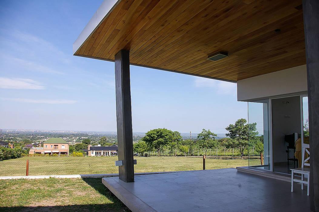 Galería con hermosas vistas Jardines modernos: Ideas, imágenes y decoración de CB Design Moderno Madera Acabado en madera