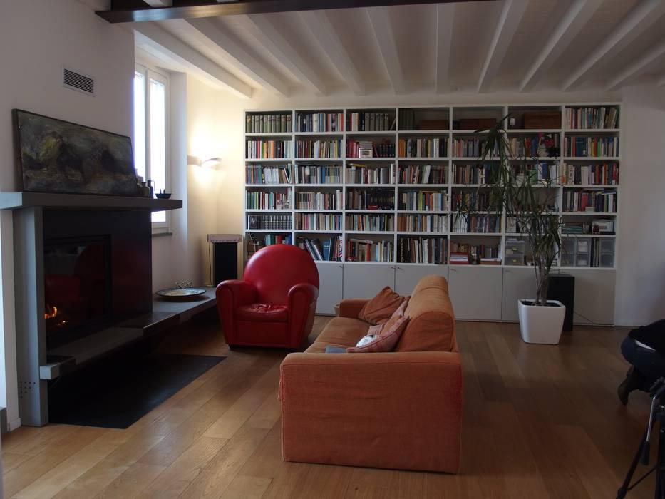 Casa con vista: Soggiorno in stile  di bernuzzisamoriarchitetti, Moderno