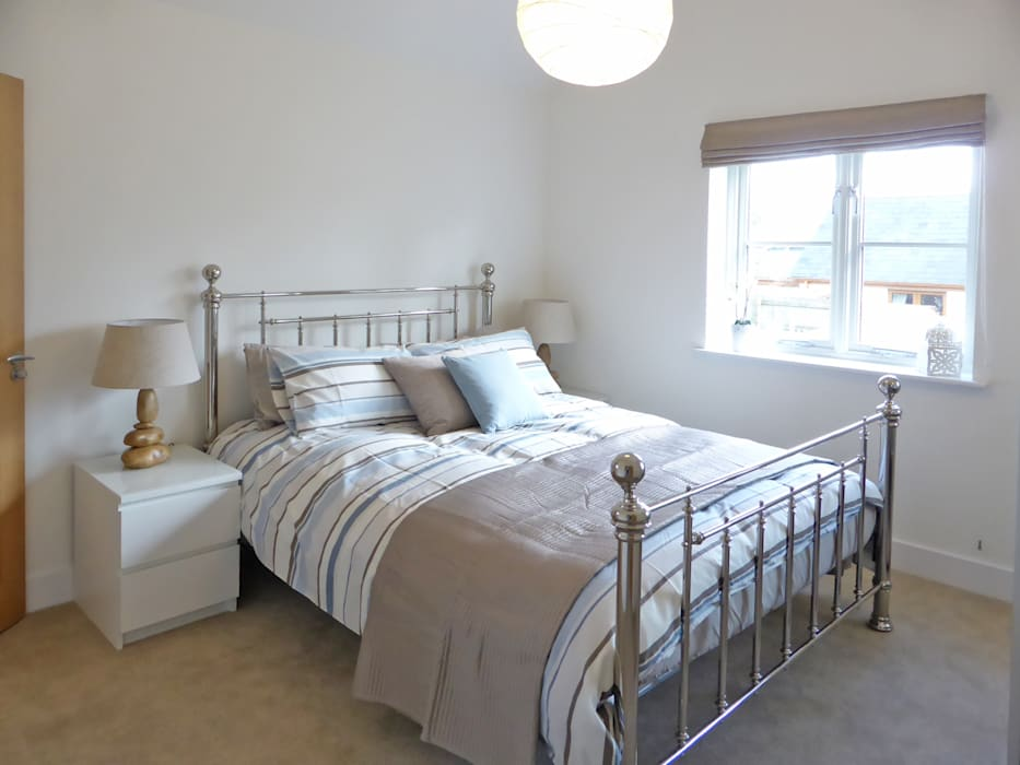 Church Mews, Hartland, Devon Modern style bedroom by The Bazeley Partnership Modern