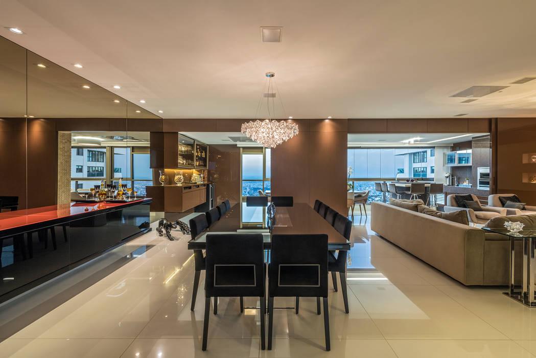 Apartamento Seis Pistas 2: Salas de jantar  por Interiores Iara Santos