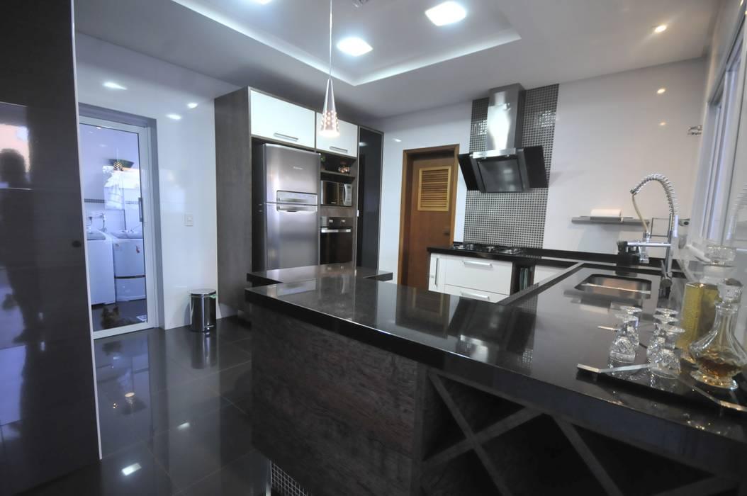 Moderne Küchen von CLM Arquitetos Associados LTDA Modern