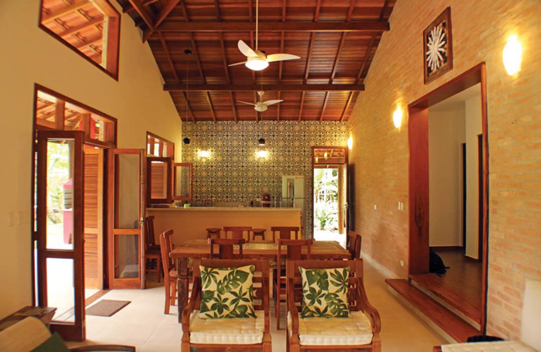 Salas de estilo colonial de RAC ARQUITETURA Colonial