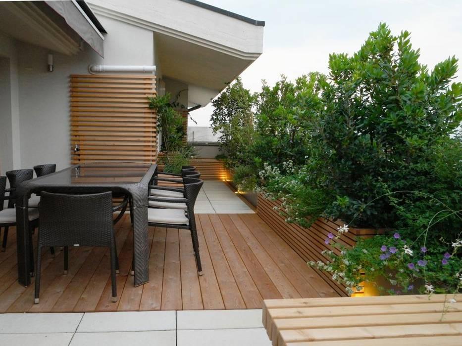 Modern balcony, veranda & terrace by Paola Thiella Modern