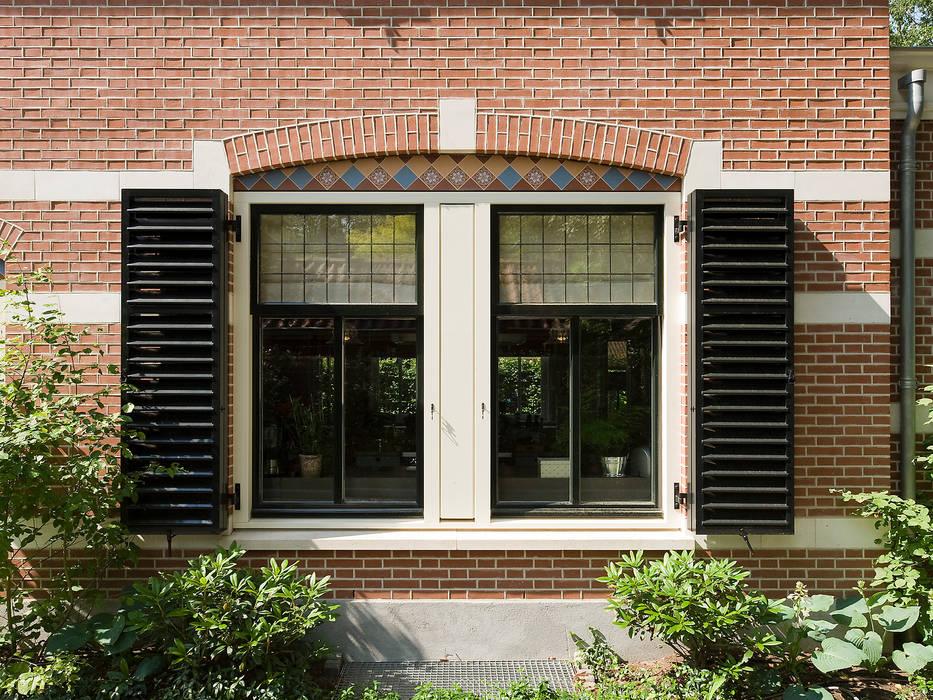 Villa te Zeist - Detail raamkozijn:  Ramen door Friso Woudstra Architecten BNA B.V., Eclectisch
