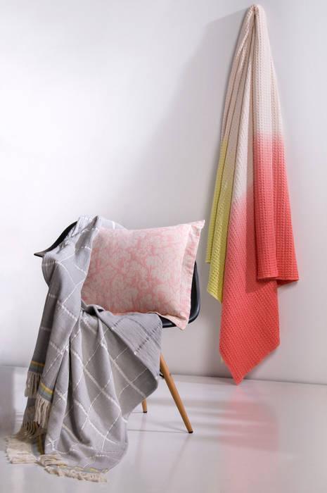 Tema 7:   por António Salgado Ca. & LDA,Moderno Têxtil Ambar/dourado
