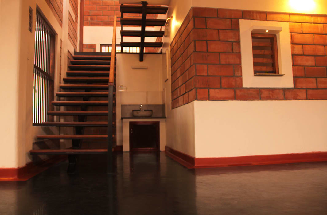 Meera & Dinesh Residence Rustic style corridor, hallway & stairs by dd Architects Rustic