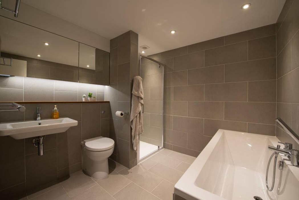 86 Pellarin Road Modern bathroom by ATOM BUILD LTD Modern