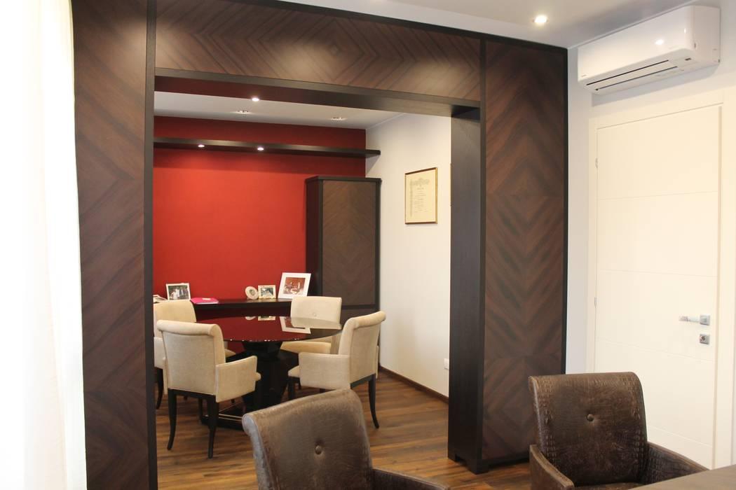 ufficio direzionale sala riunioni: Studio in stile in stile Eclettico di bilune studio