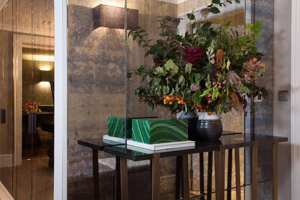 Landing Pasillos, vestíbulos y escaleras clásicas de Roselind Wilson Design Clásico