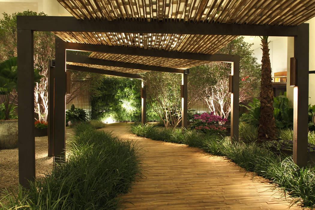 Praça das Emoções Shopping Iguatemi Jardins minimalistas por BAMBU CARBONO ZERO Minimalista Bambu Verde