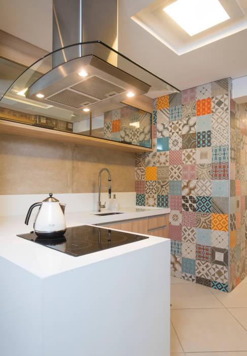 Versatil e Antenado: Cozinhas  por Alexandre Magno Arquiteto,Eclético