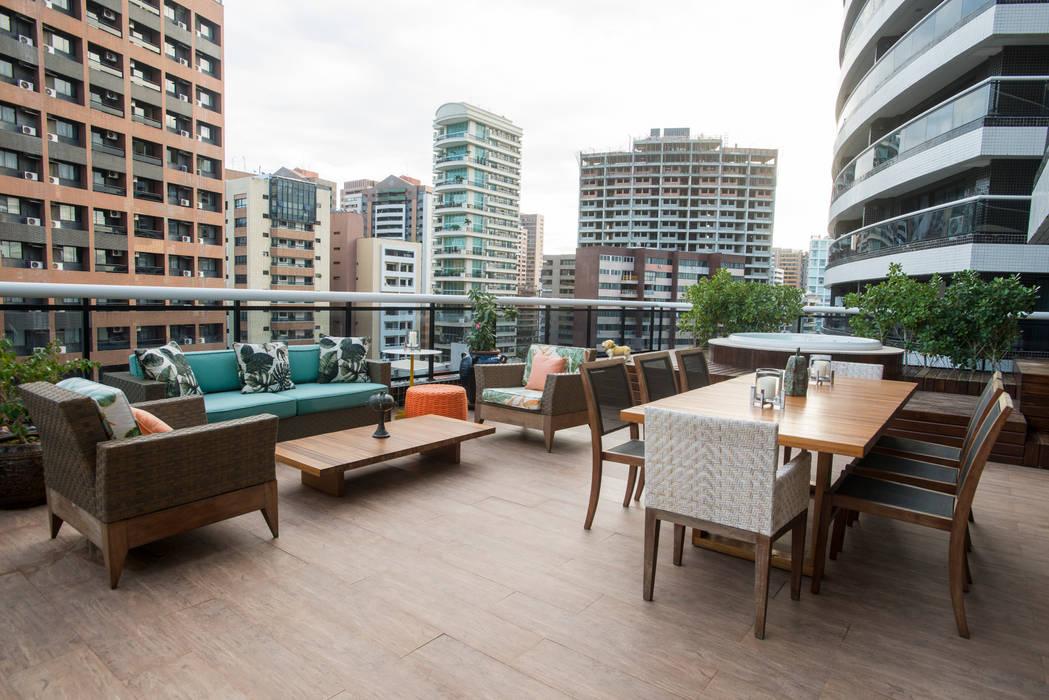 Terrace by Alexandre Magno Arquiteto