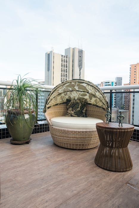Terrace by Alexandre Magno Arquiteto, Eclectic