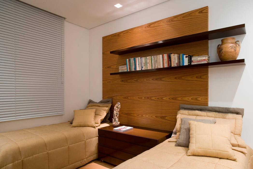 Moderne Schlafzimmer von Viviane Lima Arquitetura Modern