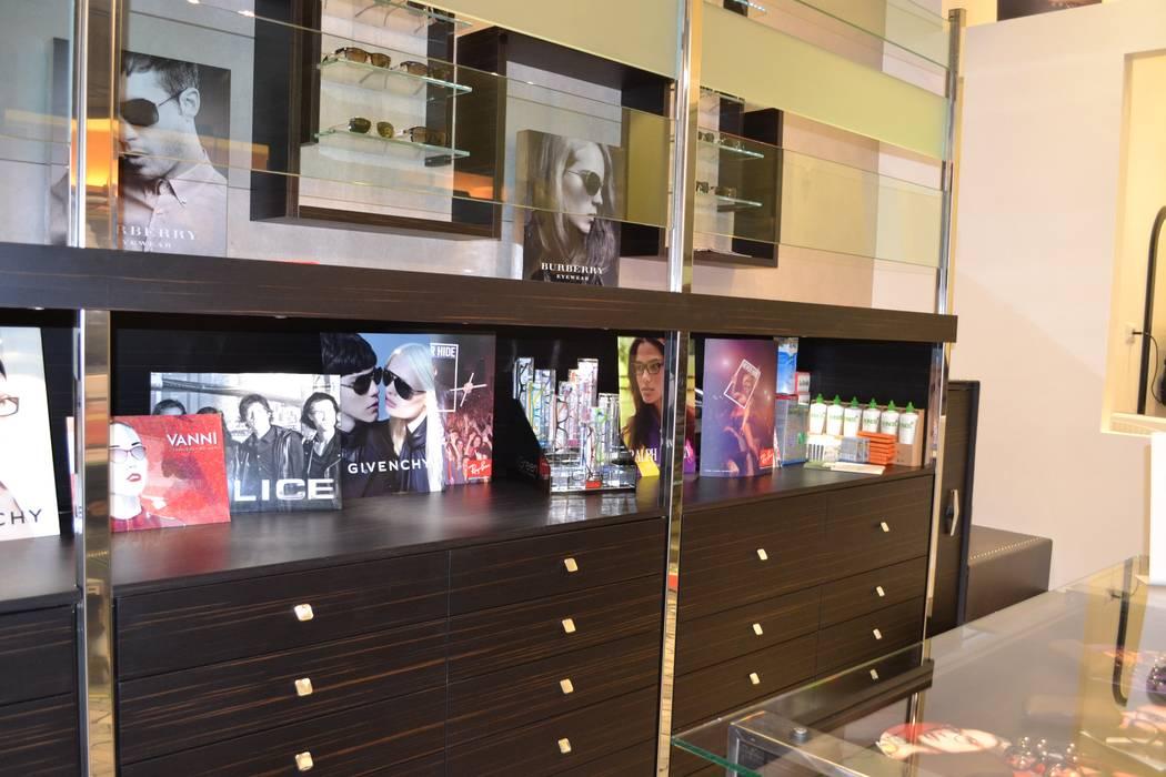 zona esposizione: Negozi & Locali commerciali in stile  di bilune studio