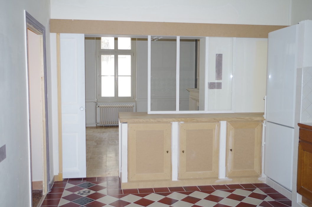 Le meuble comptoir: Cuisine de style de style Classique par Christèle BRIER Architechniques