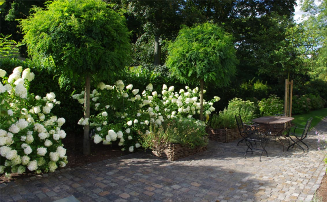 Country style gardens by Riesop Landschaftsarchitektur GmbH Country