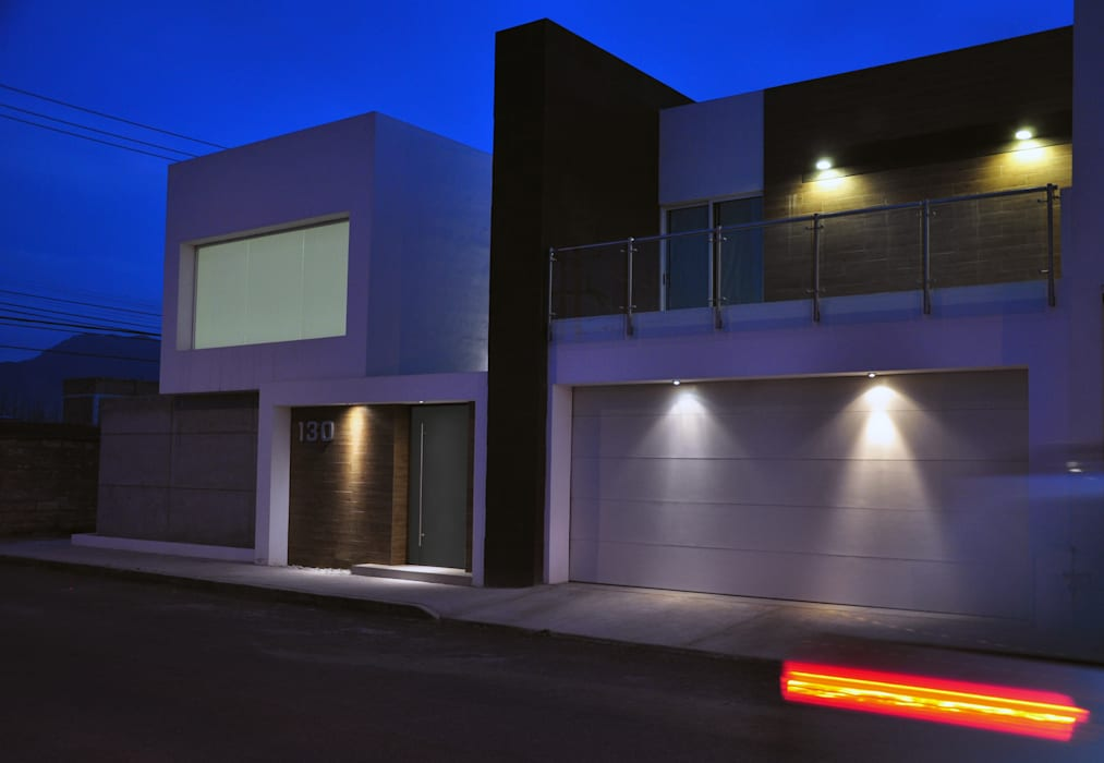Fachada principal: Casas de estilo  por fc3arquitectura, Moderno