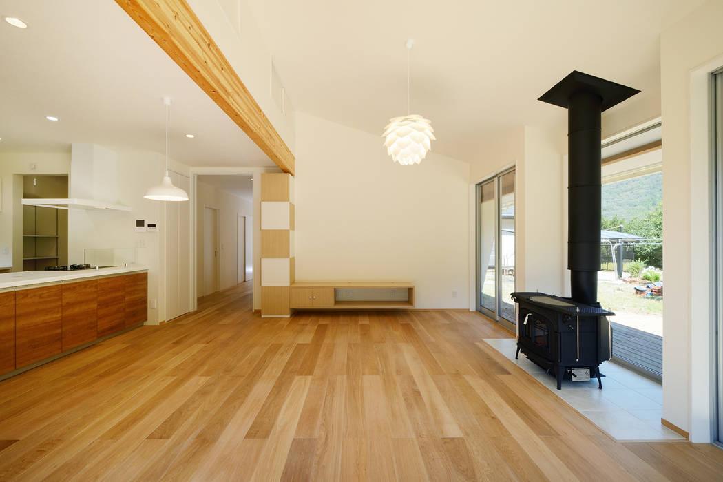石巻町の家 北欧デザインの リビング の 株式会社kotori 北欧