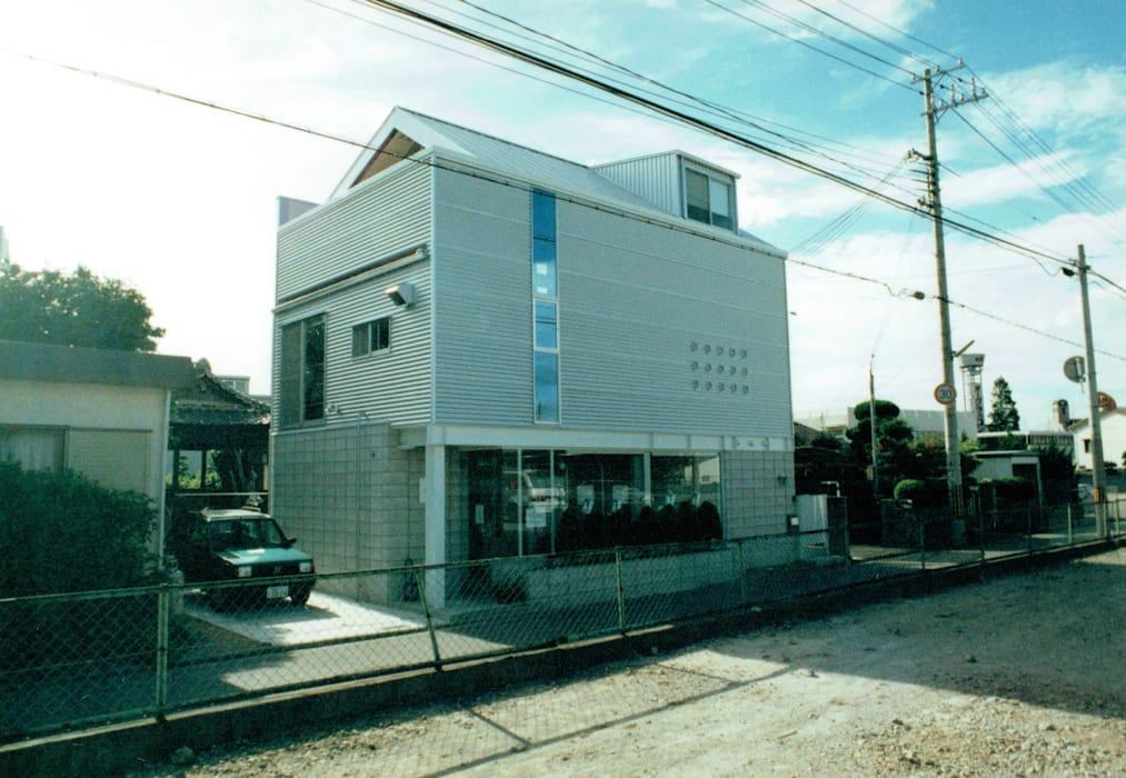 Moderne Geschäftsräume & Stores von 福井建築設計室 Modern Aluminium/Zink