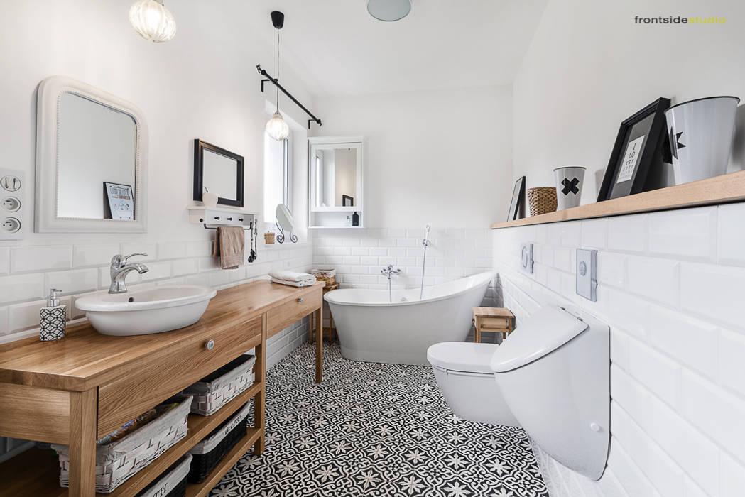 Salle de bain scandinave par PracowniaPolka Scandinave