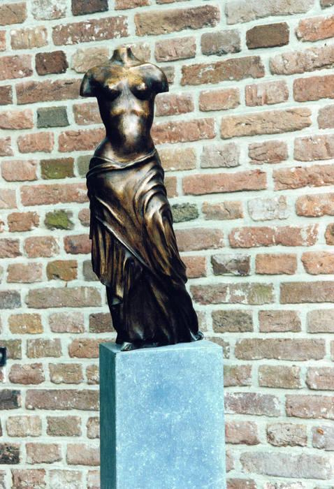 Nikè:   door Beeldhouwerij van Velzen, Klassiek Koper / Brons / Messing