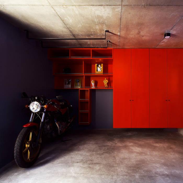 Modern Garage and Shed by 株式会社廣田悟建築設計事務所 Modern