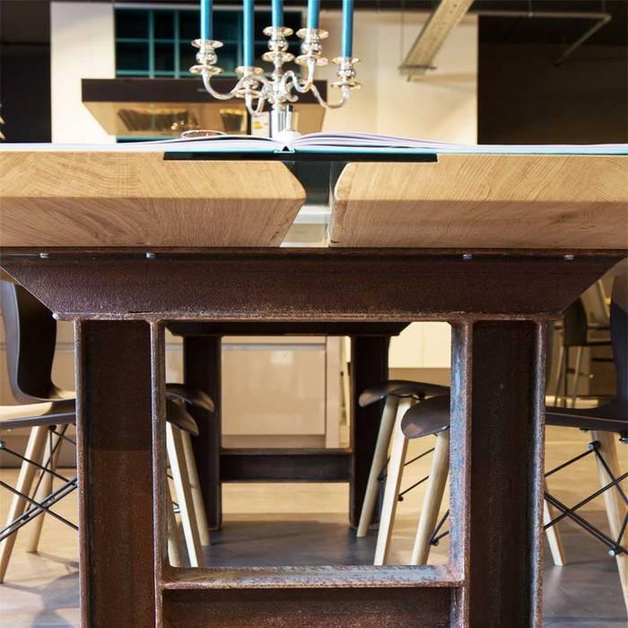 Esstisch marit aus echtem holz mit stahl und glas: moderne esszimmer ...
