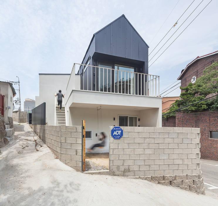 홍제동 개미마을 주택 프로젝트 모던스타일 주택 by OBBA 모던