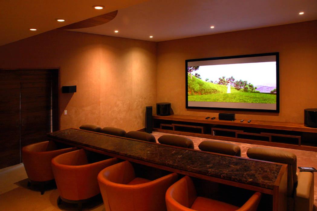 Moderner Multimedia-Raum von Adrián Martínez Arquitectos Modern