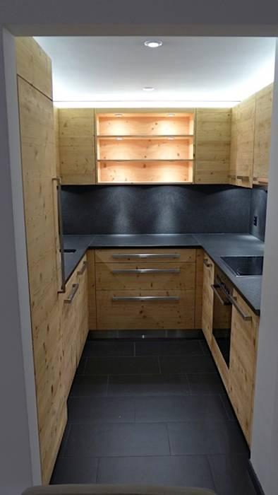 Ferienwohnung Celerina Rustikale Küchen von RH-Design Innenausbau, Möbel und Küchenbau Aarau Rustikal Holzwerkstoff Transparent
