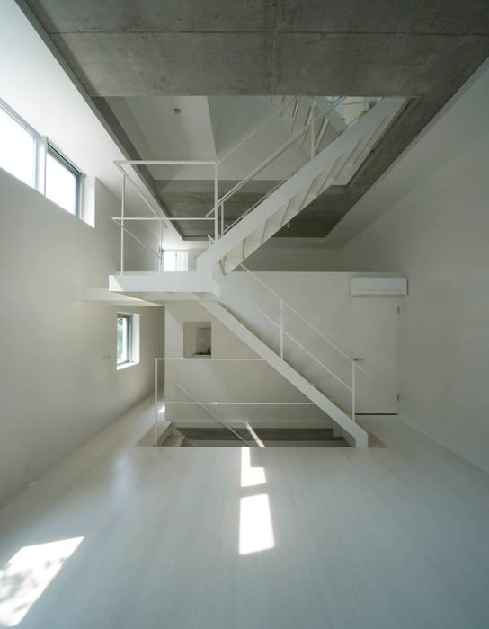はたのいえ: 山本想太郎設計アトリエが手掛けた廊下 & 玄関です。