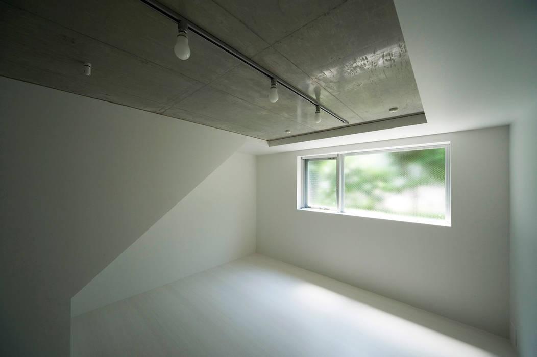 はたのいえ: 山本想太郎設計アトリエが手掛けた寝室です。