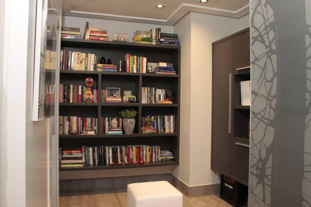 MINI BIBLIOTECA Corredores, halls e escadas modernos por Fernanda Moreira - DESIGN DE INTERIORES Moderno MDF