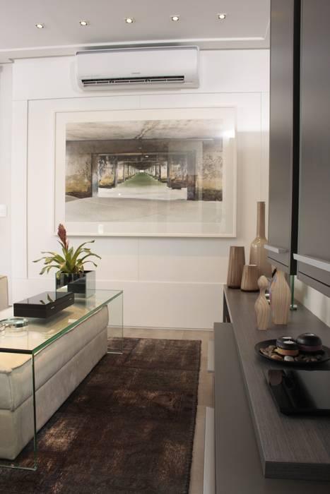 Modern media room by Fernanda Moreira - DESIGN DE INTERIORES Modern MDF