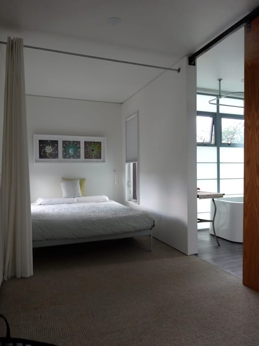 Master bedroom and bathroom Modern style bedroom by Ecosa Institute Modern