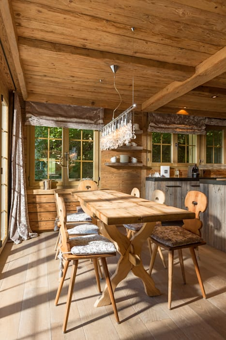 Rustik Mutfak RH-Design Innenausbau, Möbel und Küchenbau Aarau Rustik İşlenmiş Ahşap Şeffaf