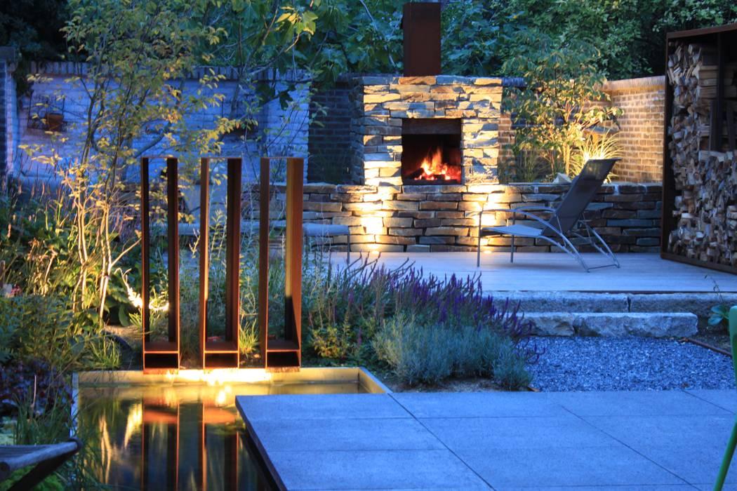 Tuin Open Haard : Cortenstaal waterspuwers met openhaard in natuursteen tuin door
