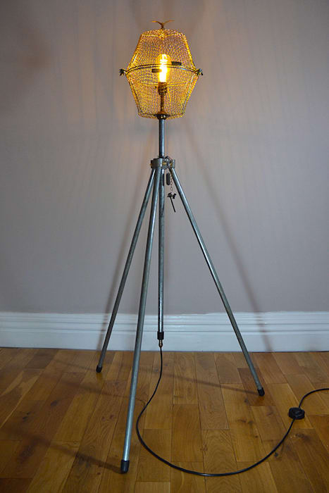 TALL FLOOR LIGHT 'FREE AS A BIRD' Industrial style living room by it's a light Industrial